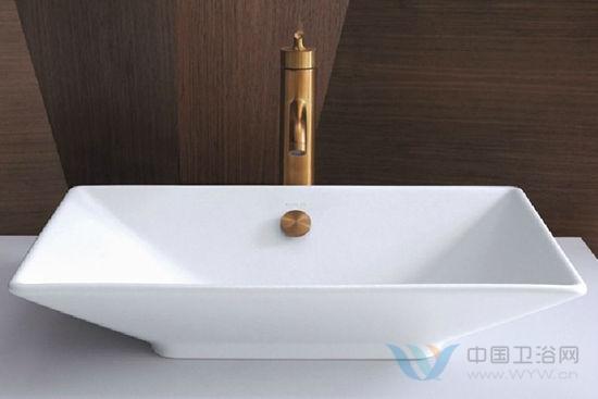 卫浴空间复古风潮 原木质感元素带你重回自然空间