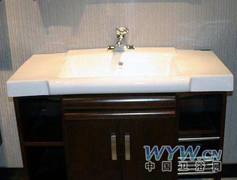 详细测评:   1,实木材质,高贵气质   惠达这款浴室柜的主要材质是楸木