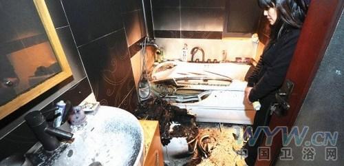 智能马桶起火粉尘落满屋 房东不出面厂商不愿赔偿
