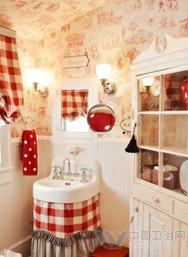 斜坡的洗手间装修效果图设计中,墙壁上有美丽奇特的图案壁纸装饰将高清图片
