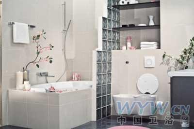 采用樱花装饰了整个浴室,充满浪漫风情.