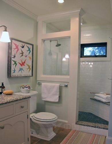 的瓷砖墙壁设计,让这个洗手间装修效果图比较的简约清新,白色