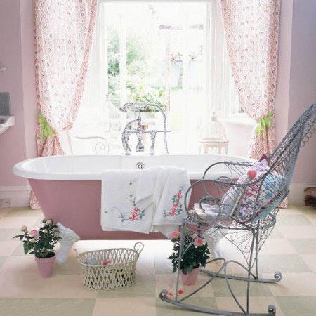 这款小卫生间装修效果图中,从洗手间背景墙,浴帘,浴缸,花盆甚至到地板