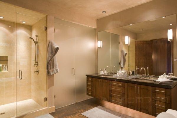 镶嵌式的灯管更适合用于浴室